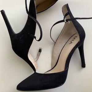 Black pointed toe heel MIA size 7